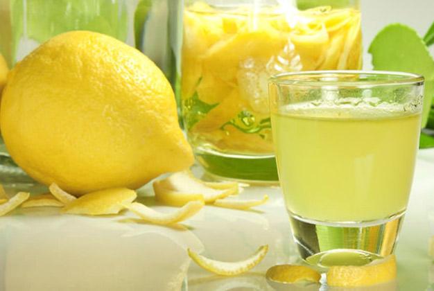 Limoncello me limona te fresket